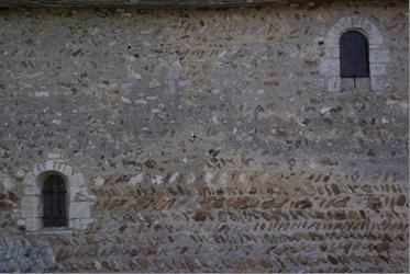 Mur Nord de l'église Saint Christophe - baies romanes