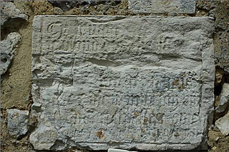Mur Est de l'église Saint Christophe - Inscription obituaire